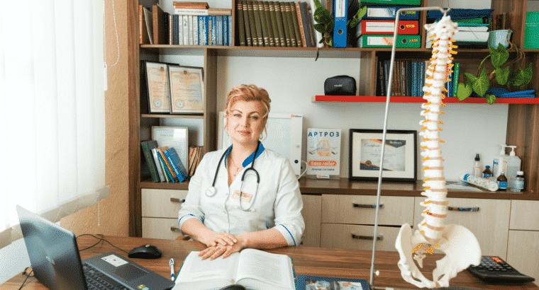Перші сигнали для звернення до лікаря вертебролога